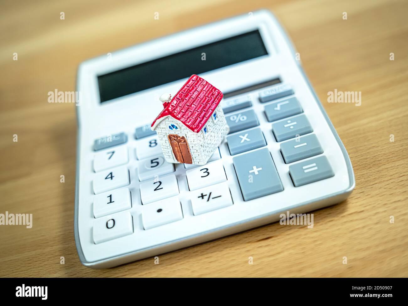 Inversión inmobiliaria - cálculo de la propiedad Foto de stock
