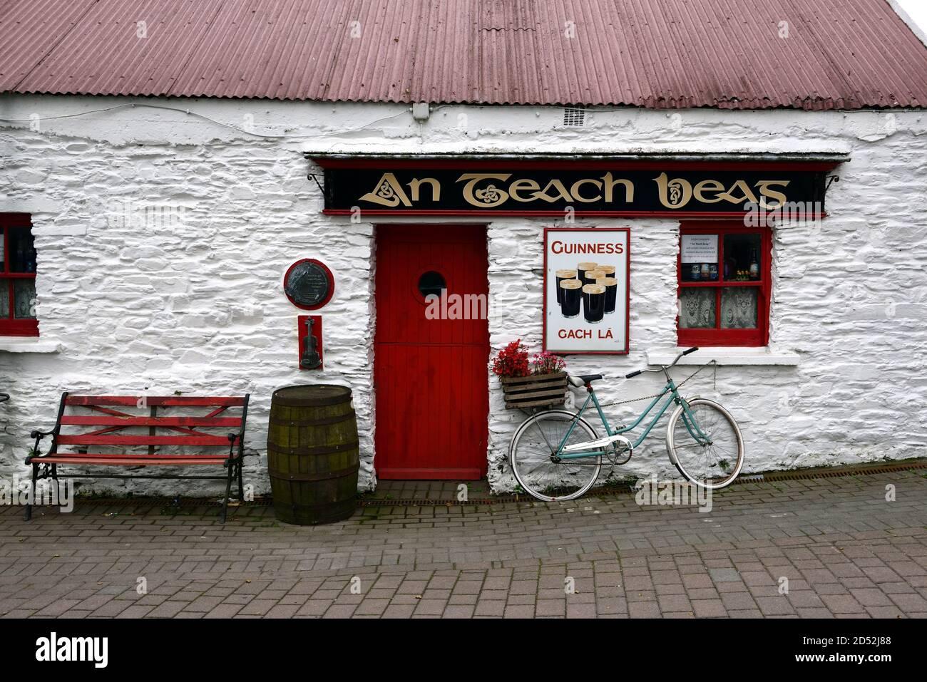 Un pub Teach Beag, un bar Teach Beag, el pub de la pequeña casa, Bar, Clonakilty, West Cork, Irlanda, conocido por la música en vivo, pubs tradicionales, RM Irlanda Foto de stock