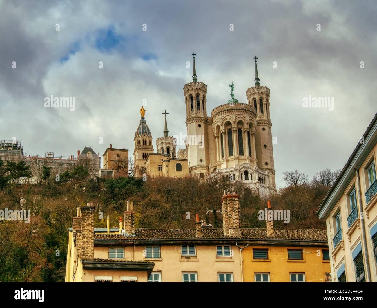 Notre Dame de Fourviere Basilica, Lyon, Auvergne-Rh'ne-Alpes, Francia. Foto de stock
