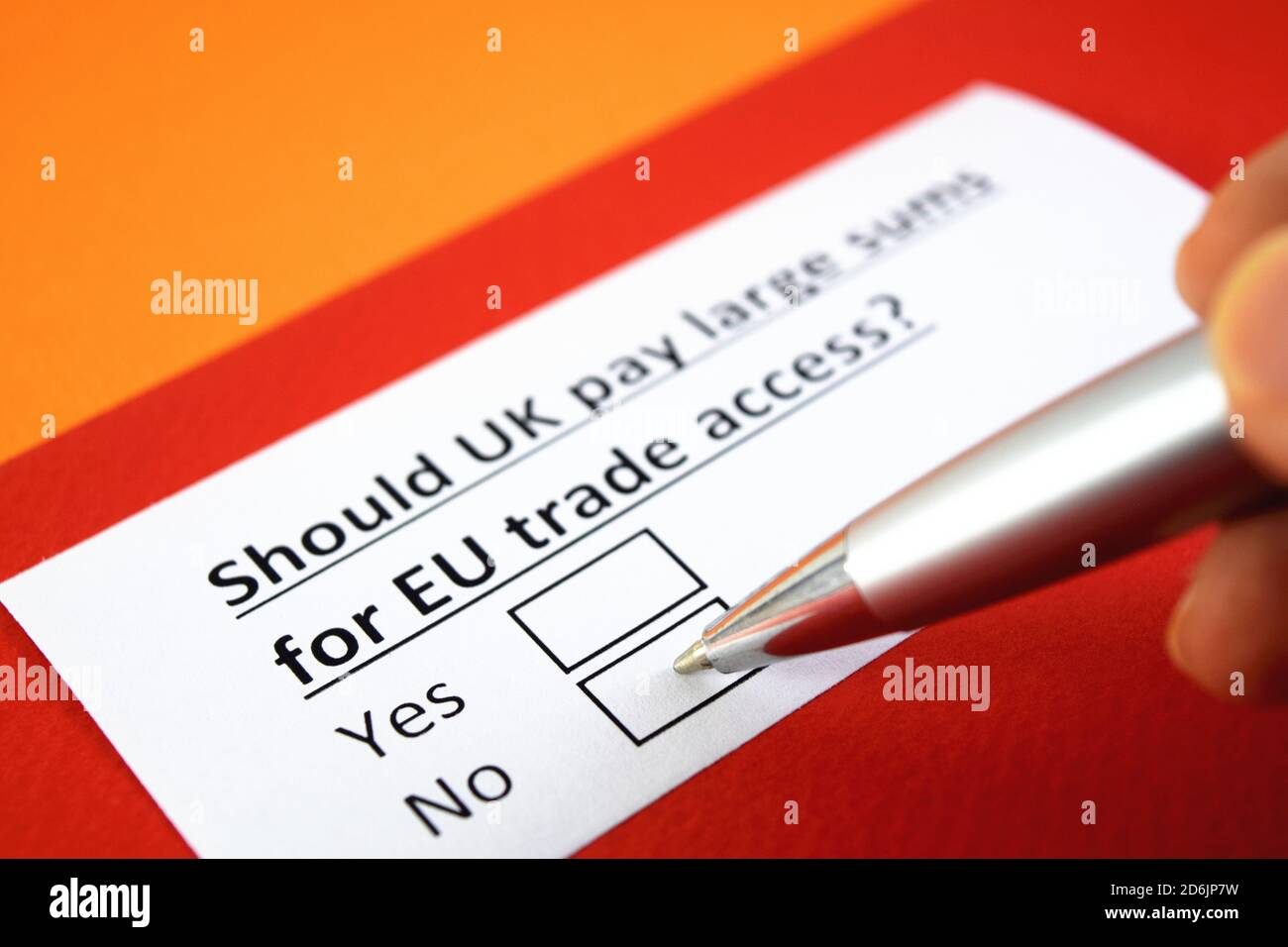 ¿debería el Reino Unido pagar grandes sumas por el acceso al comercio de la UE? ¿Sí o no? Foto de stock