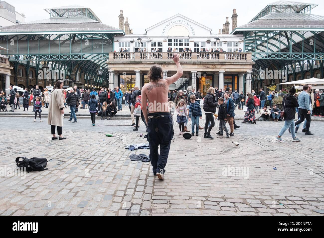 Stand Up X con Piers Corbyn (hermano de Jeremy Corbyn) Rally en el centro de Londres compartiendo su mensaje de Libertad y Anti Lockdown, Masks y Corona Foto de stock