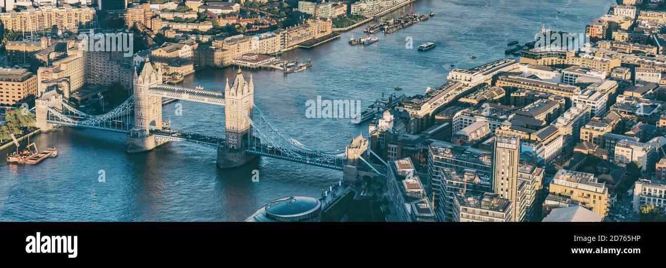 Vista aérea panorámica desde arriba de la ciudad de Londres y el río Támesis, Inglaterra, Reino Unido. Europa destino de viaje paisaje urbano. Banner de cultivo Foto de stock