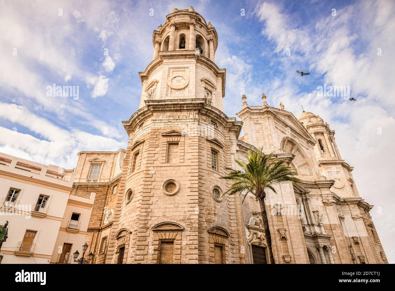12 de marzo de 2020: Cádiz, España - la fachada norte de la Catedral de Santa Cruz, Catedral de Cádiz Foto de stock