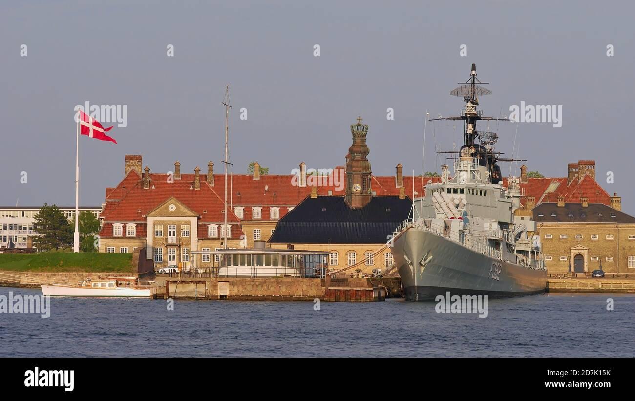 Copenhague, Dinamarca - 04/30/2019: El histórico buque de guerra HDMS Peder Skram (fragata) de la Royal Danish Navy atracó en la isla de Holmen en Copenhague. Foto de stock