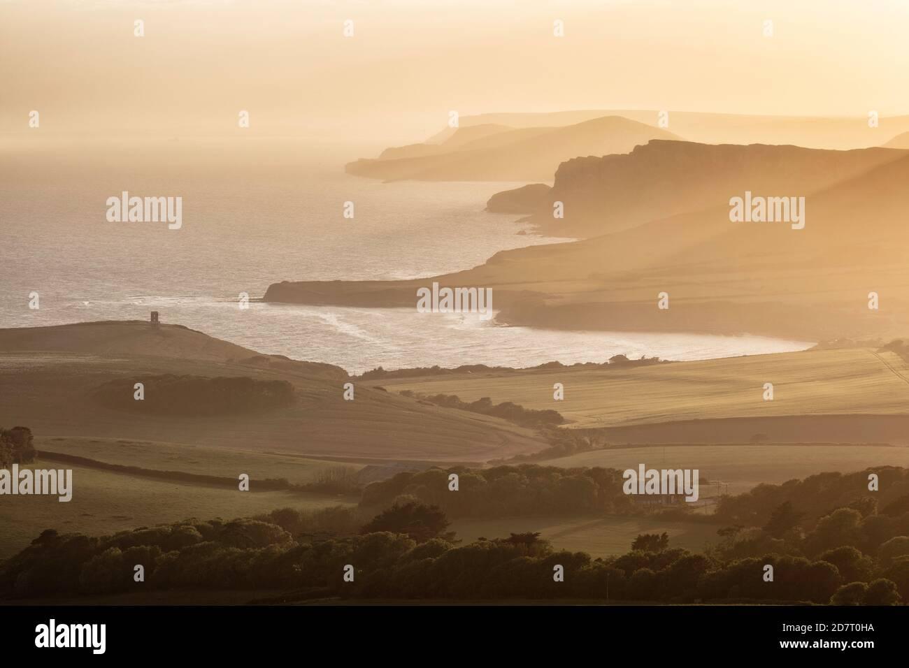 Vista sobre la bahía de Kimmeridge desde Swyre Head, Isla de Purbeck, Costa Jurásica, Dorset, Inglaterra, Reino Unido Foto de stock