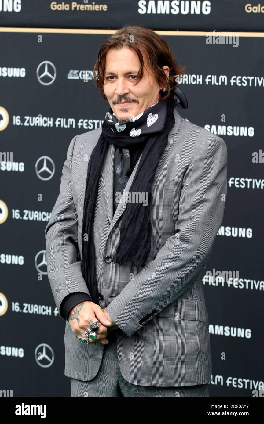 Johnny Depp asiste al estreno de 'Crock of Gold: A few rounds with Shane McGowan' durante el 16 Festival de Cine de Zurich en Kino Corso el 02 de octubre de 2020 en Zurich, Suiza. Foto de stock