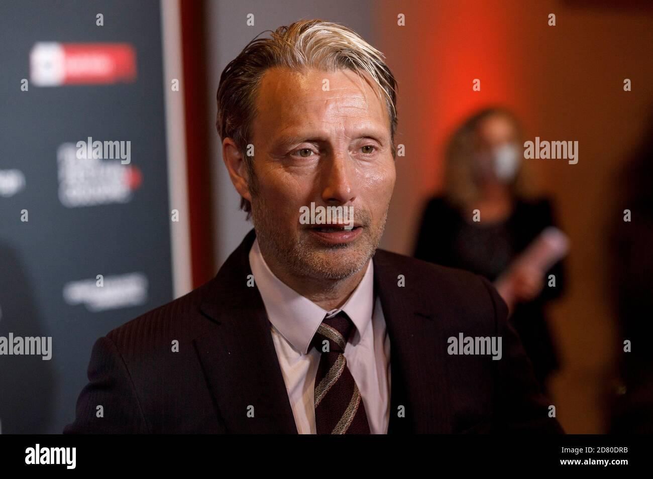 Mads Mikkelsen asiste al Festival de Cine de Colonia 2020 en el 30º Festival de Cine de Colonia 2020 en Palladium el 8 de octubre de 2020 en Colonia, Alemania Foto de stock