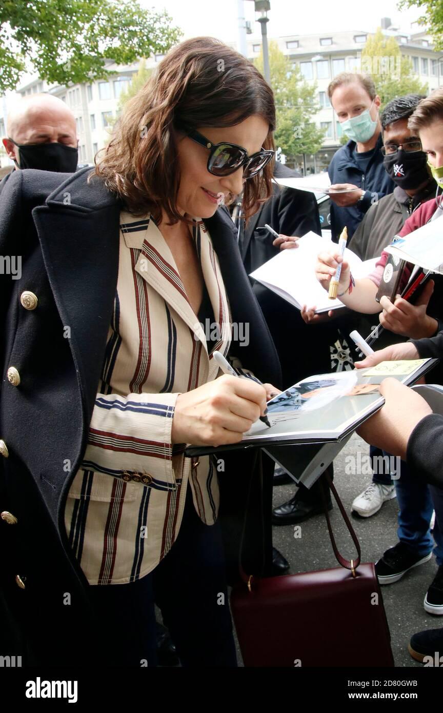 Juliette Binoche llega al ZFF Masters durante el 16 Festival de Cine de Zurich 2020 en Filmpodium el 1 de octubre de 2020 en Zurich, Suiza Foto de stock