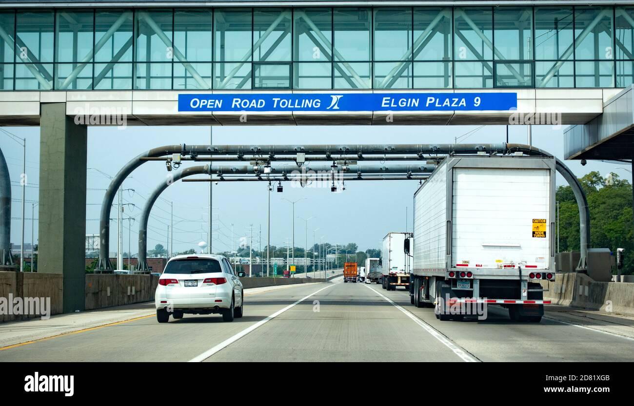 Cámaras de carretera para grabar vehículos electrónicamente y recoger peajes automáticamente sin detenerse. Chicago Illinois IL EE.UU Foto de stock