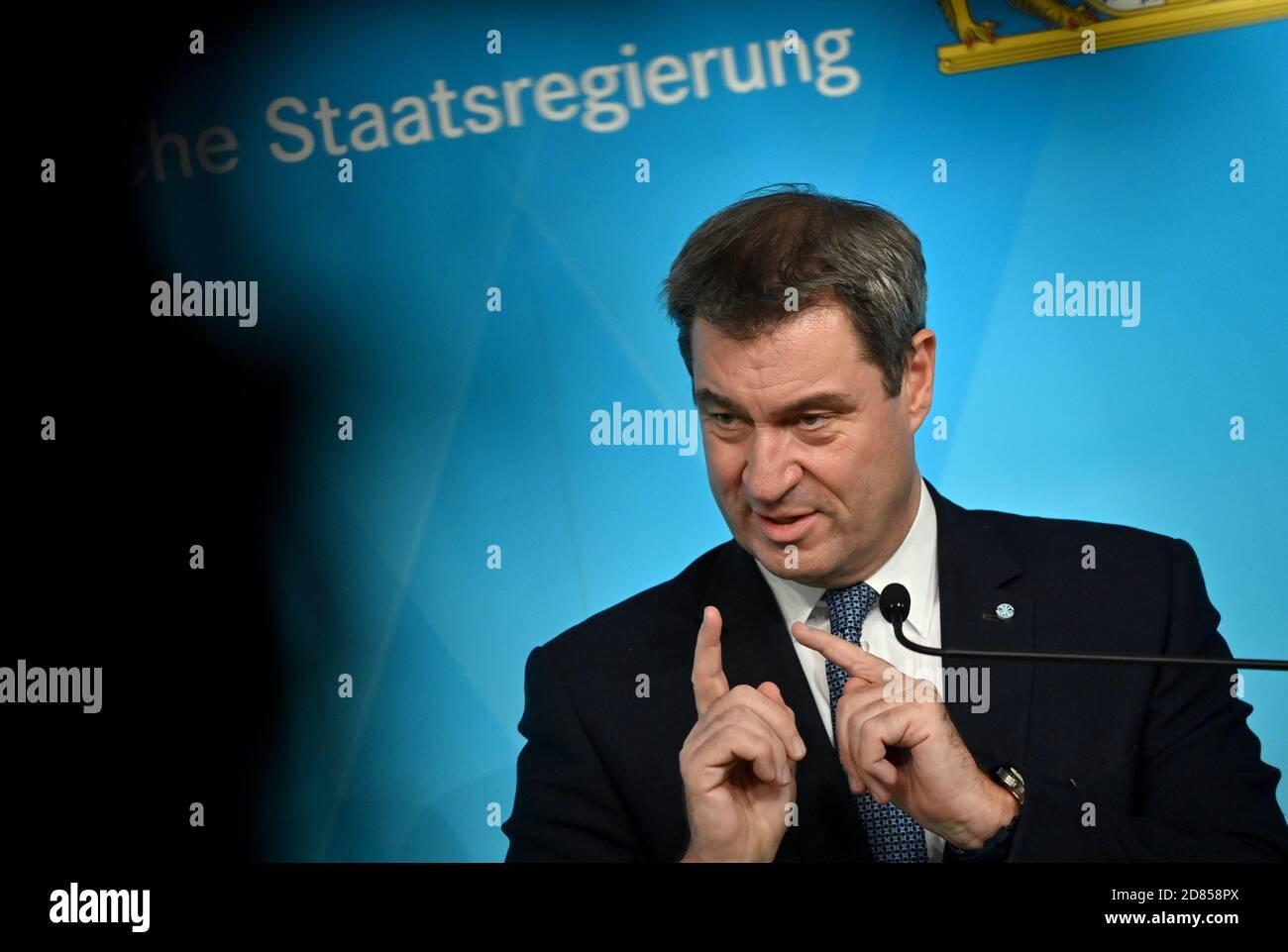 Munich, Alemania. 27 de octubre de 2020. Markus Söder (CSU), primer Ministro de Baviera, hablará en una rueda de prensa después de la reunión del gabinete. Crédito: Peter Kneffel/dpa POOL/dpa/Alamy Live News Foto de stock