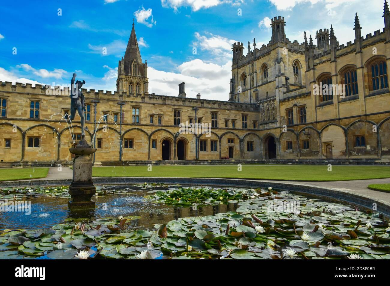 La Iglesia de la Gran Cuadrángulo de Cristo, un colegio constituyente de la Universidad de Oxford en Inglaterra Foto de stock