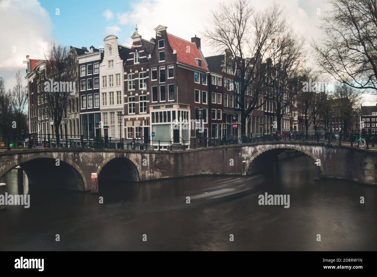 Vista de las calles y canales de Amsterdam Foto de stock