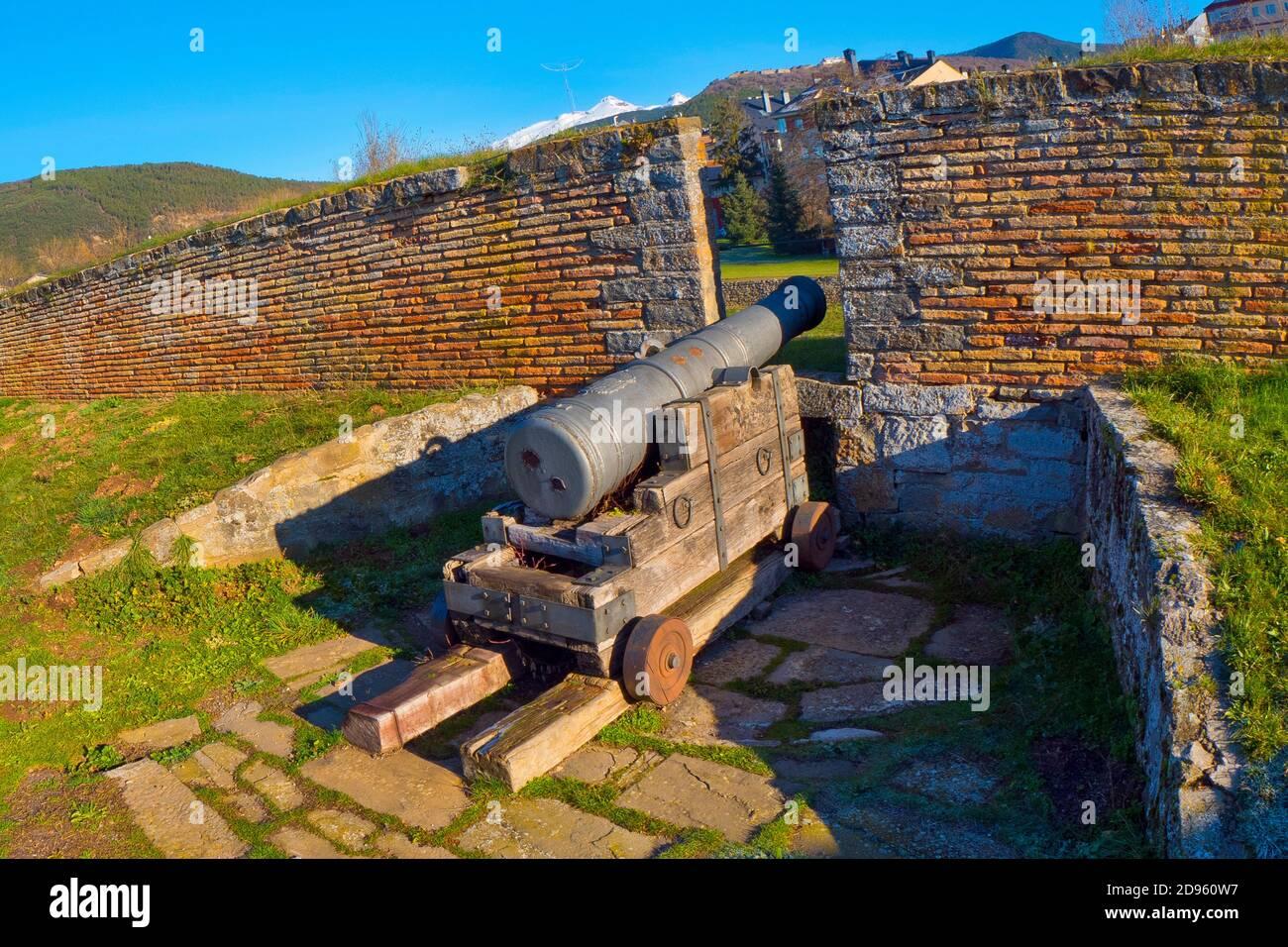 Castillo De San Pedro, Ciudadela De Jaca, Castillo De San Pedro, Ciudadela De Jaca, Fortaleza Del Siglo Xvi, Patrimonio Nacional De España, Español Foto de stock