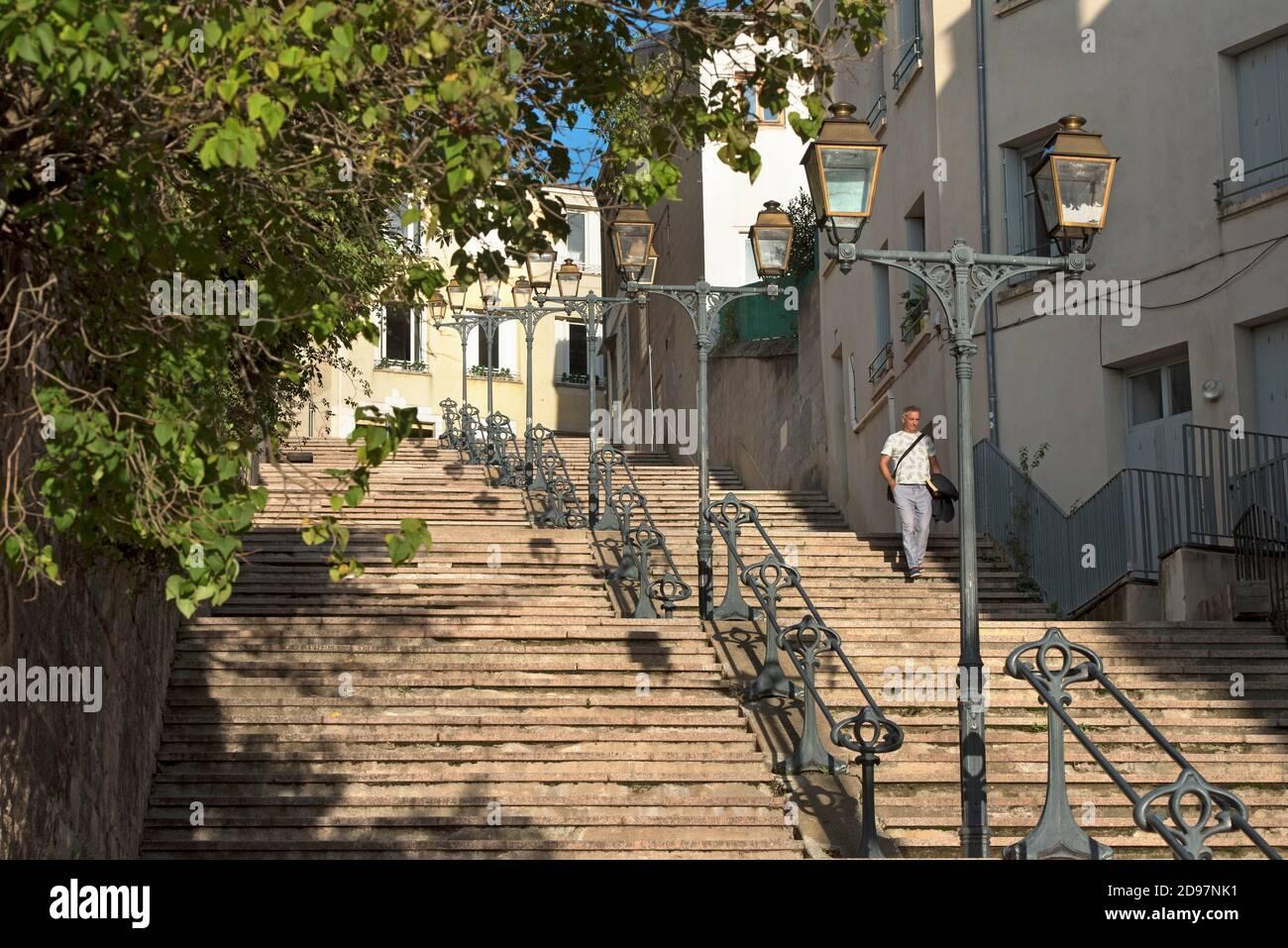 Rue en escalier du Cret du Roc, Saint-Etienne, departamento de la Loire, región Auvernia-Rhone-Alpes, Francia, Europa / SideStepping de Cret du Roc, Foto de stock