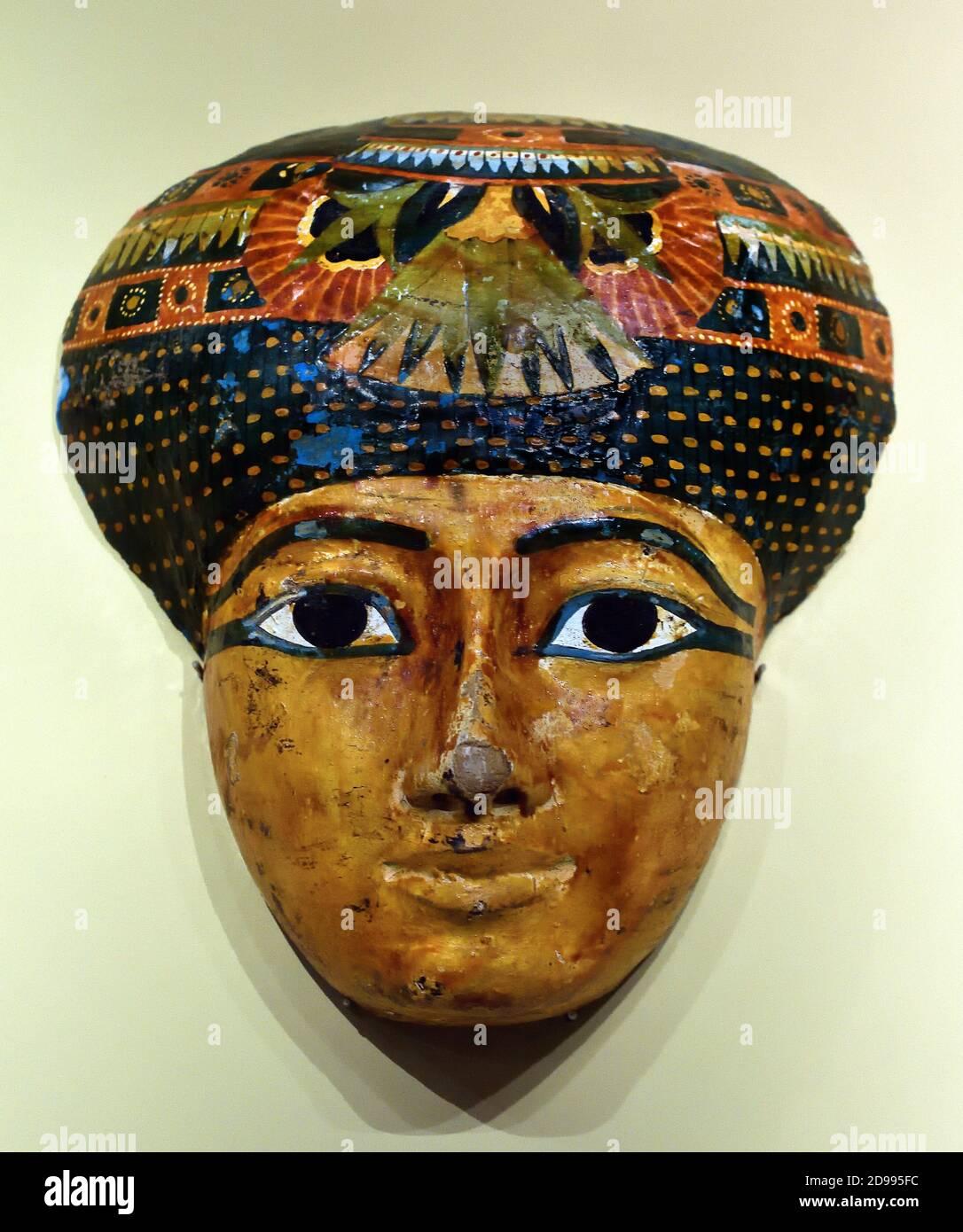 Máscara 21 Dinastía 1076-994 AC ( madera policromada ), Egipto, egipcio. Foto de stock
