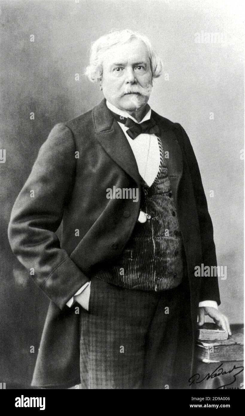 El escritor francés EDMOND de GONCOURT ( 1822 - 1896 ). Foto de NADAR . Hermano de Jules Huot de Goncourt , confesado en una entrada de diario de septiembre de 1885 : ' y por Dios, me he puesto en una dieta para que si , digamos , tenemos un absinthe , lo tenemos con laudanum ' . - ASSENZIO - LAUDANO - SCRITTORE - letteratura - LETTERATURA - LITERATURA - droga - droghe - allucinogeni - drogas - hombre mayor - uomo anziano vecchio - capelli bianchi - pelo blanco - baffi - bigote - pizzetto - oso musketeer - barba - cravappatta - corbata - colletto - cuello - chaleco - gilè - panciotto - chaleco Foto de stock