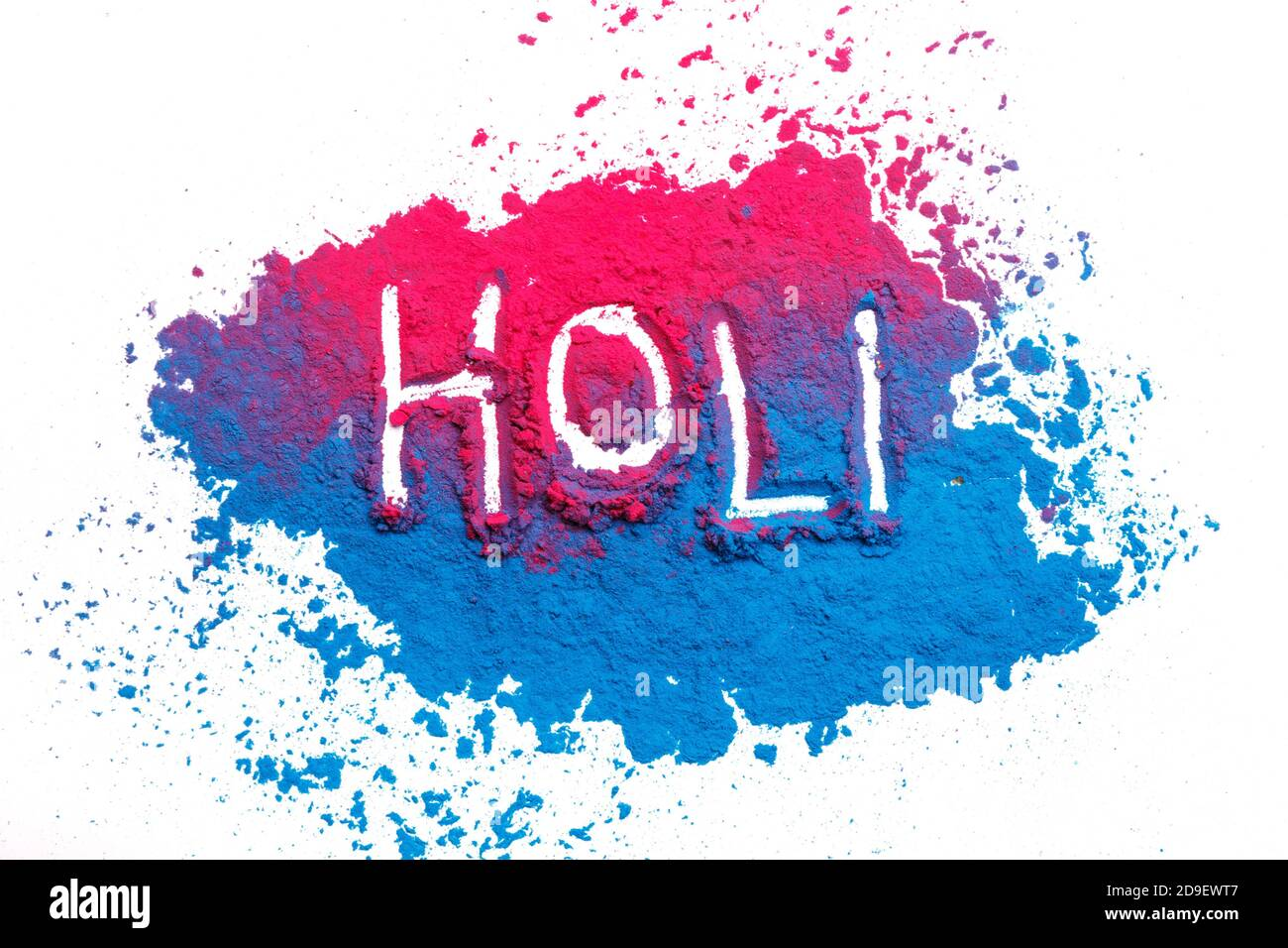 Resumen colorido fondo de Happy Holi. Color polvo vibrante aislado en blanco. Textura de salpicaduras de color polvo. Piso holi pintura decoración Foto de stock