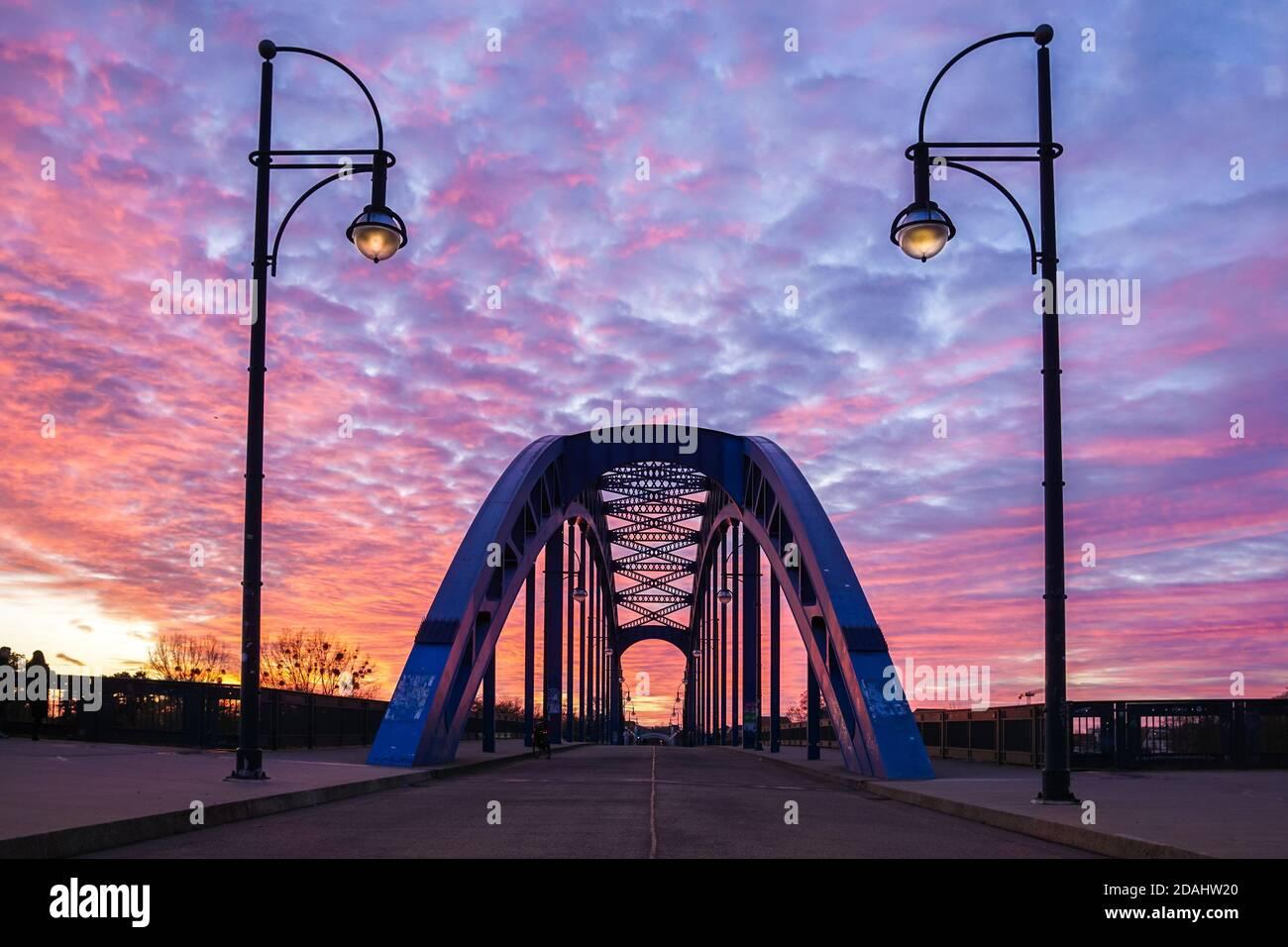 El Starbridge (llamado Sternbrücke) en Magdeburg, Alemania Foto de stock