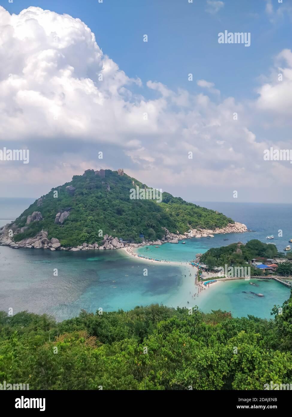 Koh Tao, Tailandia - 2 de enero de 2020: Hermoso punto de vista en la isla Koh Nang Yuan en Koh Tao Tailandia. Foto de stock