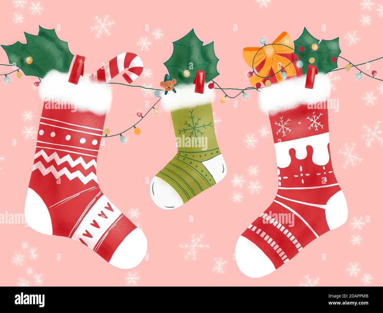 Dibujo a mano de tres calcetines de invierno colgando en la decoración de Navidad Foto de stock