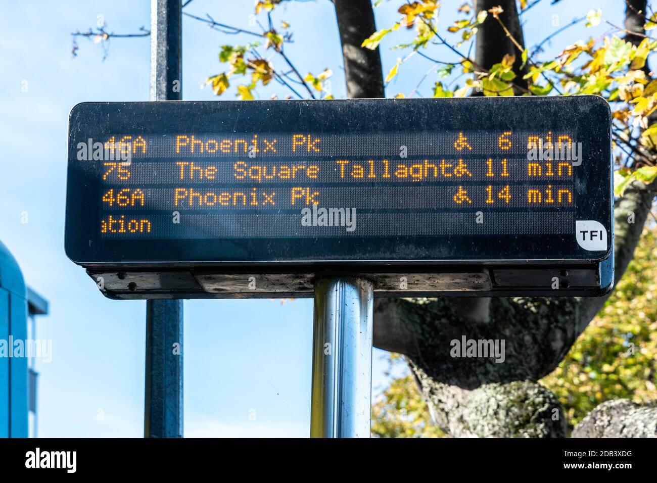 Transporte público en Dun Laoghaire en el condado de Dublín, Irlanda Foto de stock