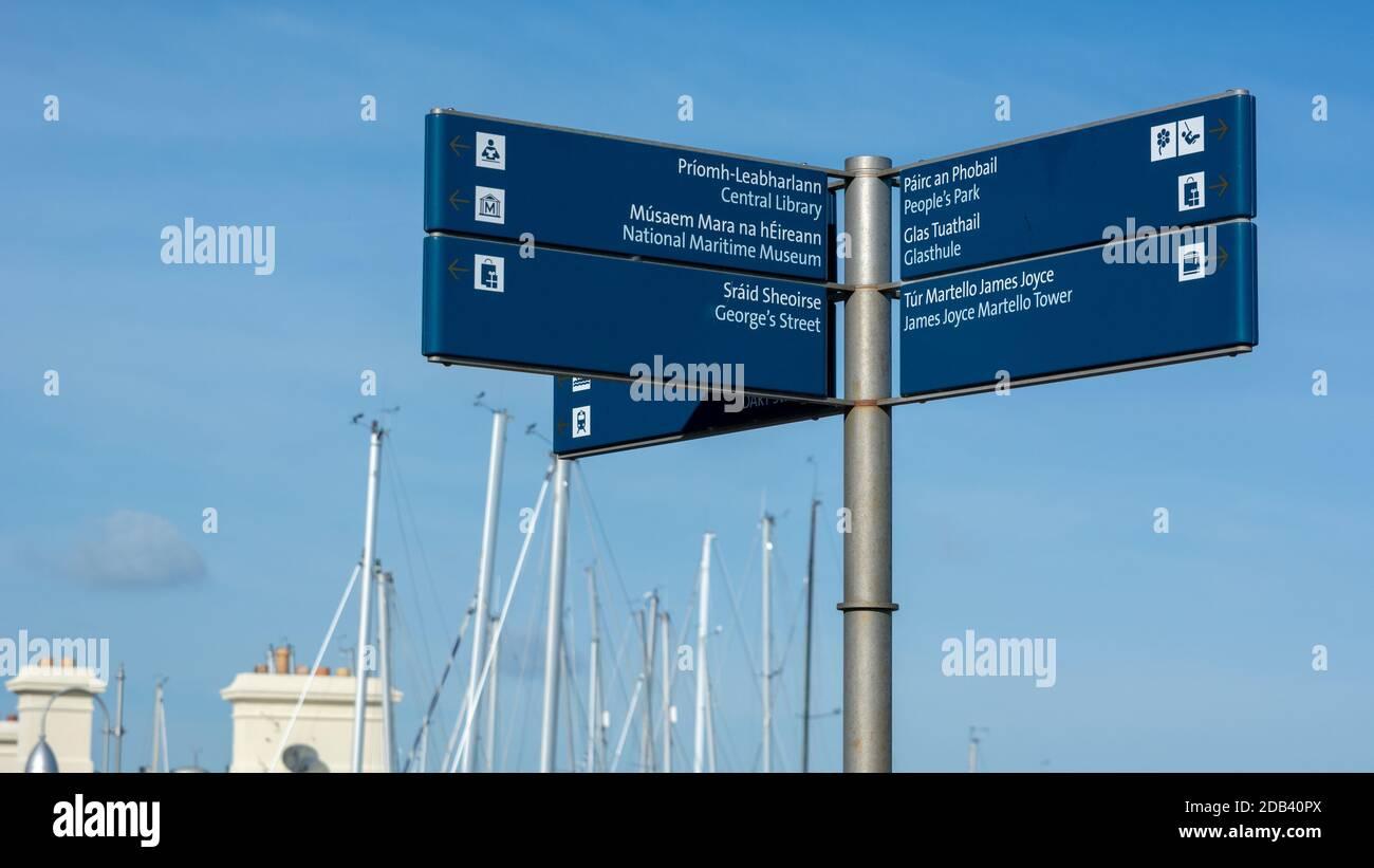 Cartel de cosas que hacer en Dun Laoghaire en el condado de Dublín, Irlanda Foto de stock