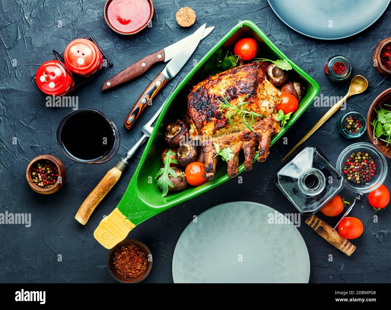 Lomo de cerdo o costilla de cerdo asada con carne a la parrilla Foto de stock