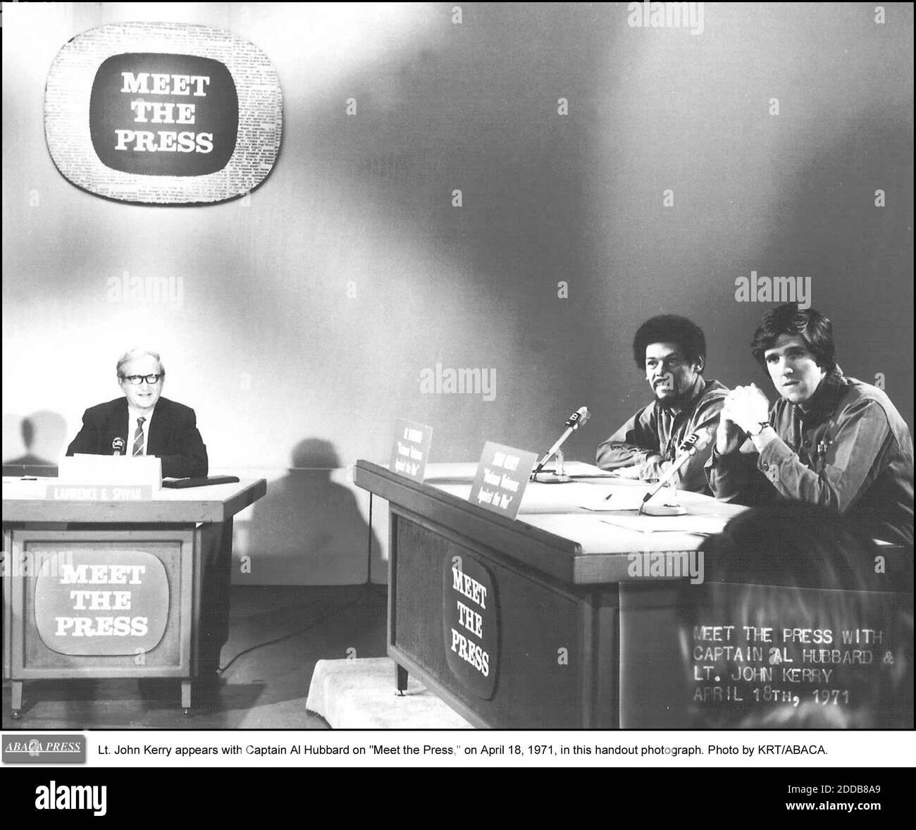 NO HAY PELÍCULA, NO HAY VÍDEO, NO hay televisión, NO HAY DOCUMENTAL - el teniente John Kerry aparece con el capitán al Hubbard en -Meet the Press,- el 18 de abril de 1971, en esta fotografía del folleto. Foto de KRT/ABACA. Foto de stock