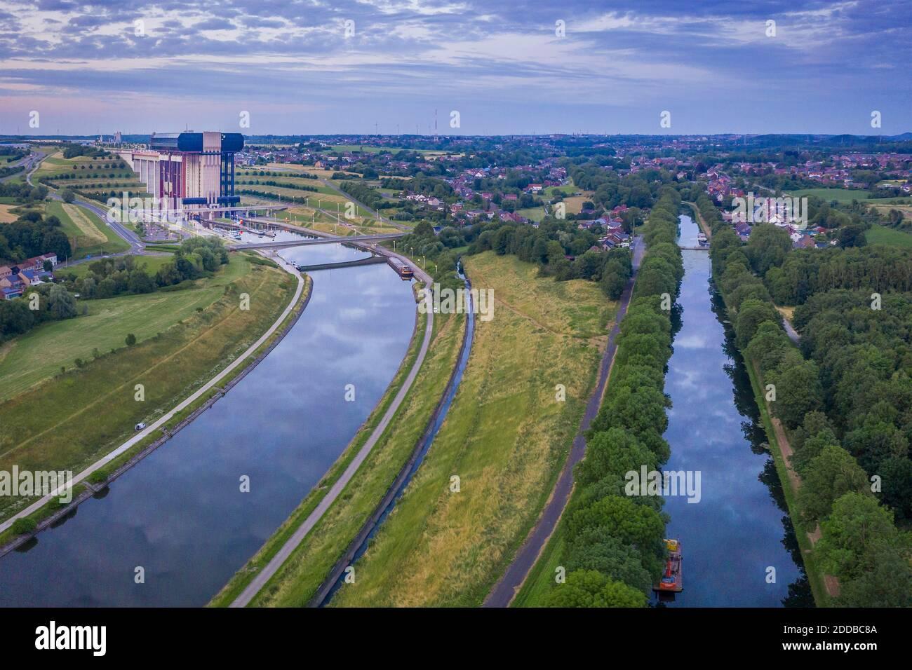 Bélgica, Provincia de Hainaut, Vista aérea del Canal du Centre y elevador de barcos Strepy-Thieu Foto de stock