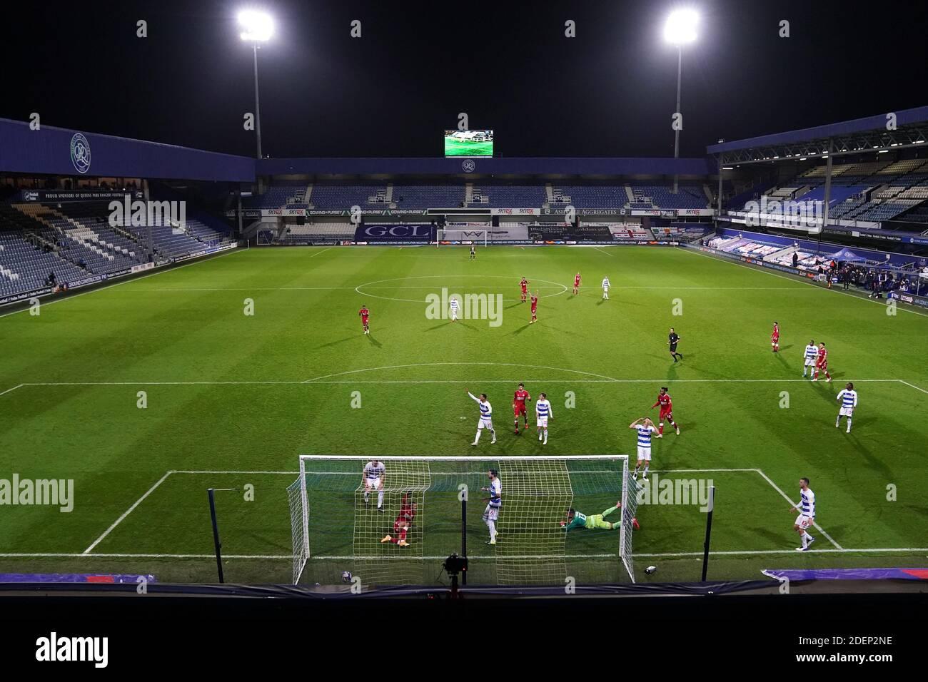 Nahki Wells de Bristol City anota el primer gol de su lado durante el partido del Sky Bet Championship en el Kiyan Prince Foundation Stadium, Londres. Foto de stock