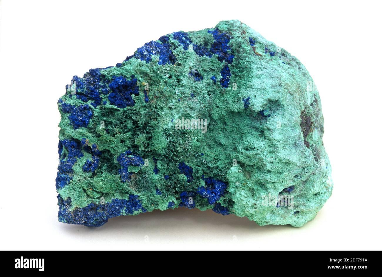 Malaquita (verde) y azurita (azul) son dos minerales carbonatados de cobre. Muestra. Foto de stock