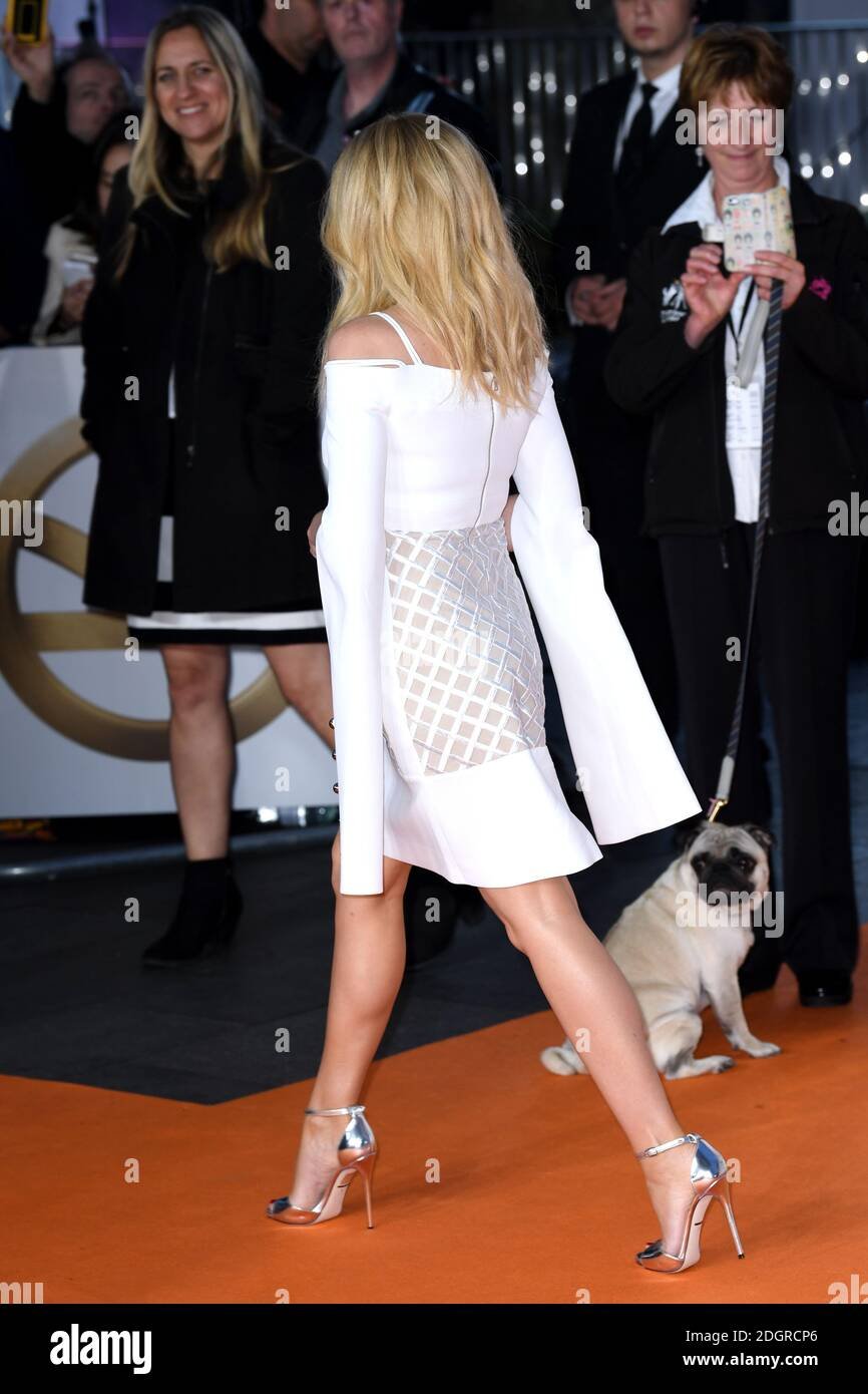 Kylie Minogue asiste al estreno mundial de Kingsman: The Golden Circle celebrado en los cines Odeon y Cineworld, Leicester Square, Londres. Fecha del cuadro: Lunes 18 de septiembre de 2017. El crédito de la foto debe decir: Doug Peters/Empics Entertainment Foto de stock