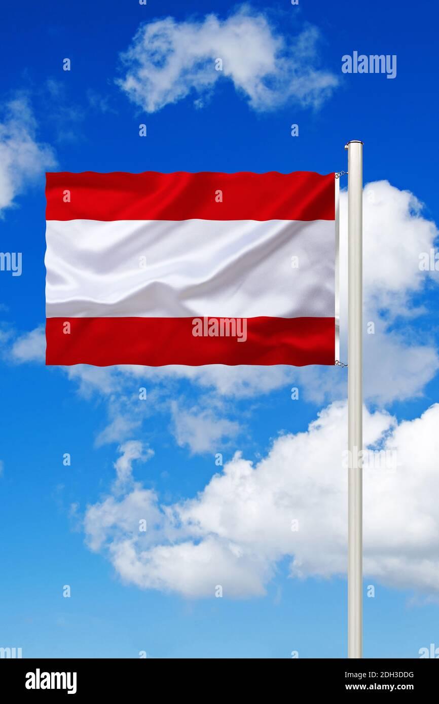 Französich-Polynesien, Tahiti, Südsee, Nationalfahne, Nationalflagge, Fahne, Flagge, Flaggenmast, Cumulus Wolken vor blauen Himmel, Foto de stock