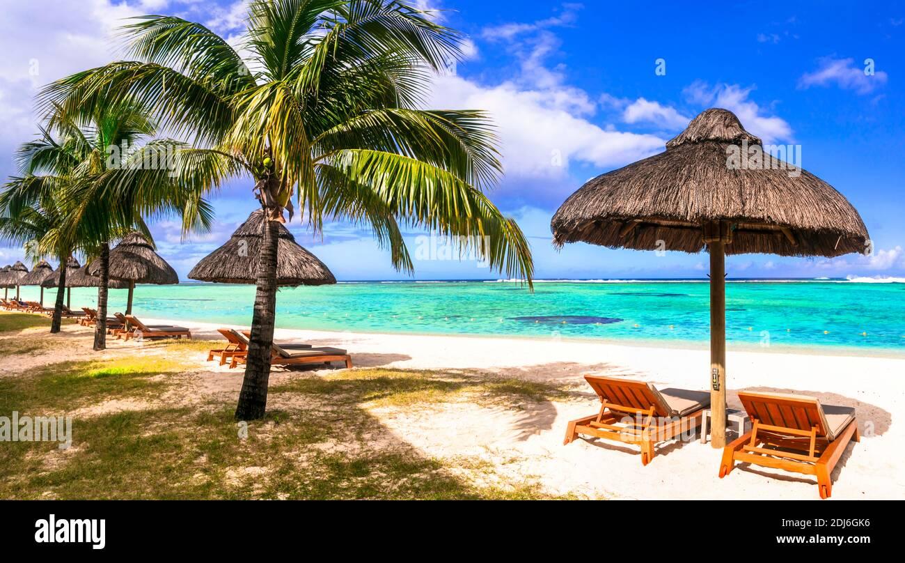 Vacaciones tropicales relajantes en una de las mejores playas de Isla Mauricio Foto de stock