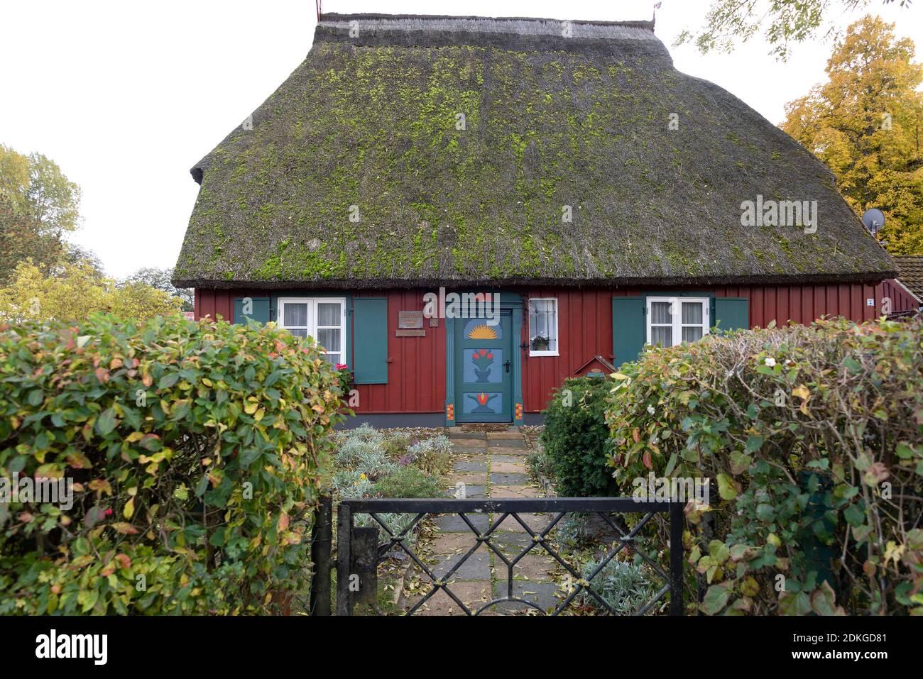 Alemania, Mecklemburgo-Pomerania Occidental, Prerow, Eschenhaus, antigua casa del pintor y artista gráfico Theodor Schultze-Jasmer (7 de julio de 1888 - 30 de octubre de 1975). Foto de stock
