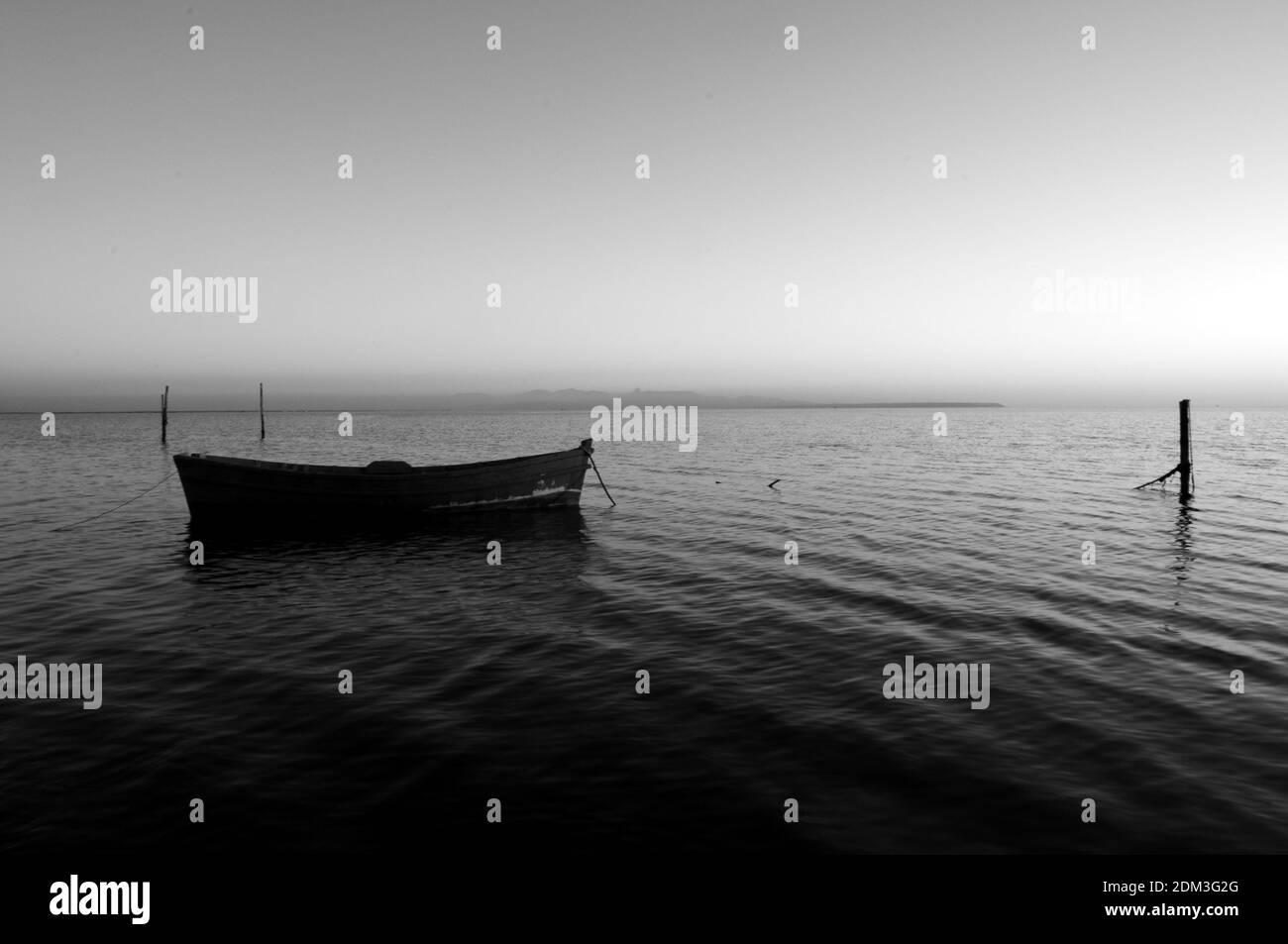 Vista panorámica del mar contra el cielo claro Foto de stock