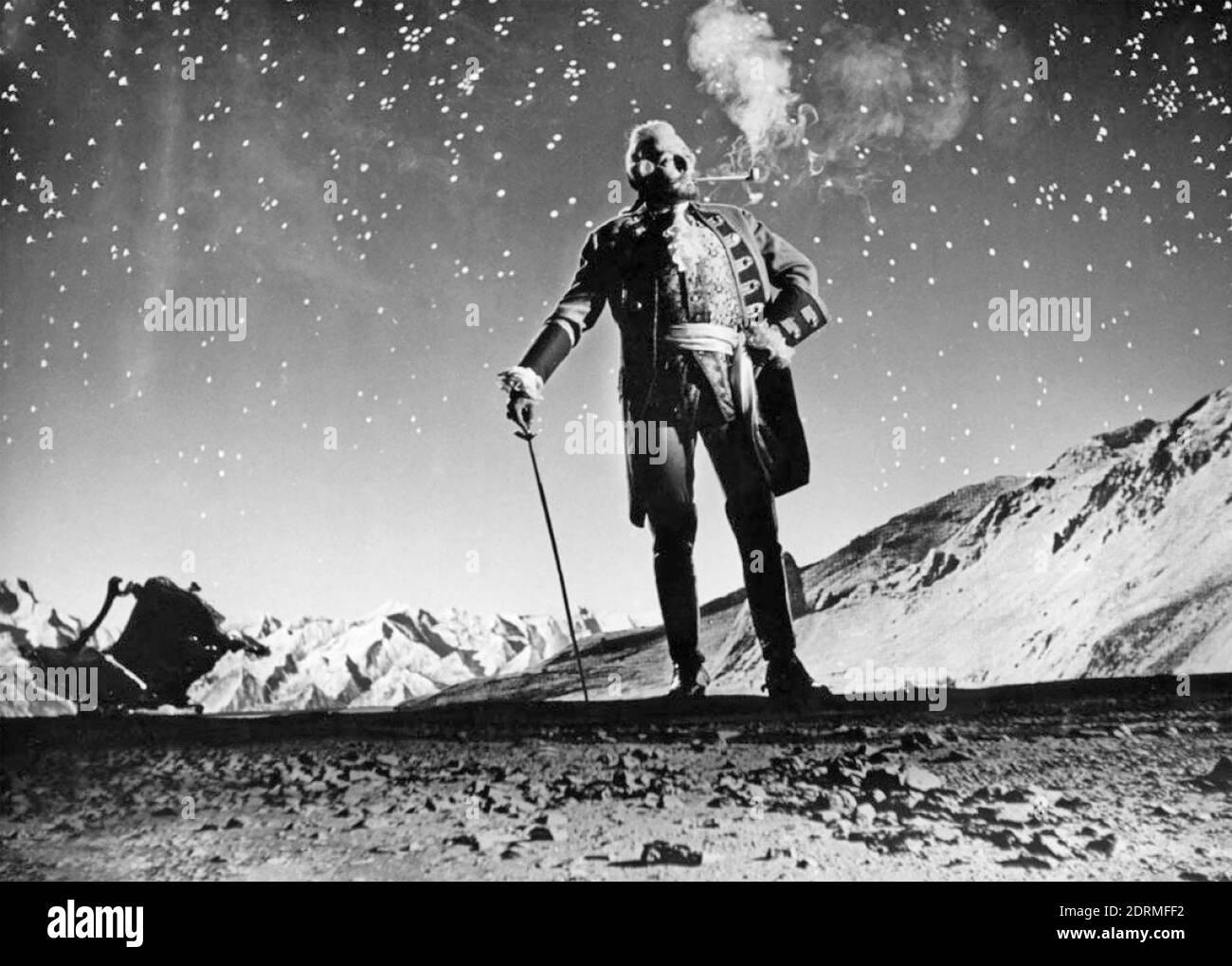 MÜNCHHAUSEN 1943 Universum Film Production con Hans Albert como el Barón, aquí de pie en la luna. Foto de stock