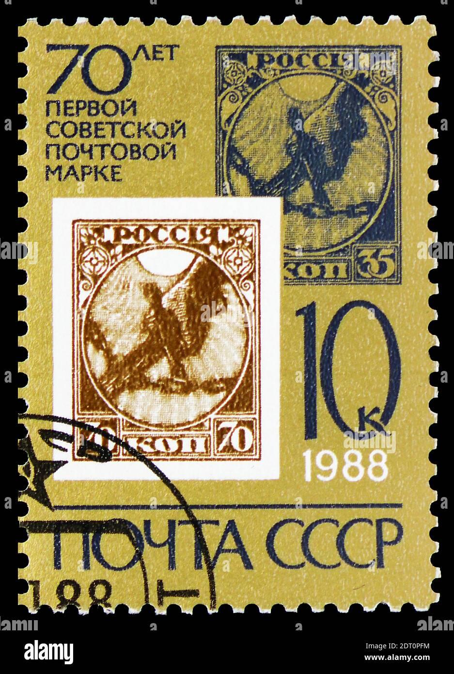 MOSCÚ, RUSIA - 23 DE FEBRERO de 2019: Un sello impreso en la Unión Soviética muestra 70 Aniversario del primer sello soviético, serie, alrededor de 1988 Foto de stock