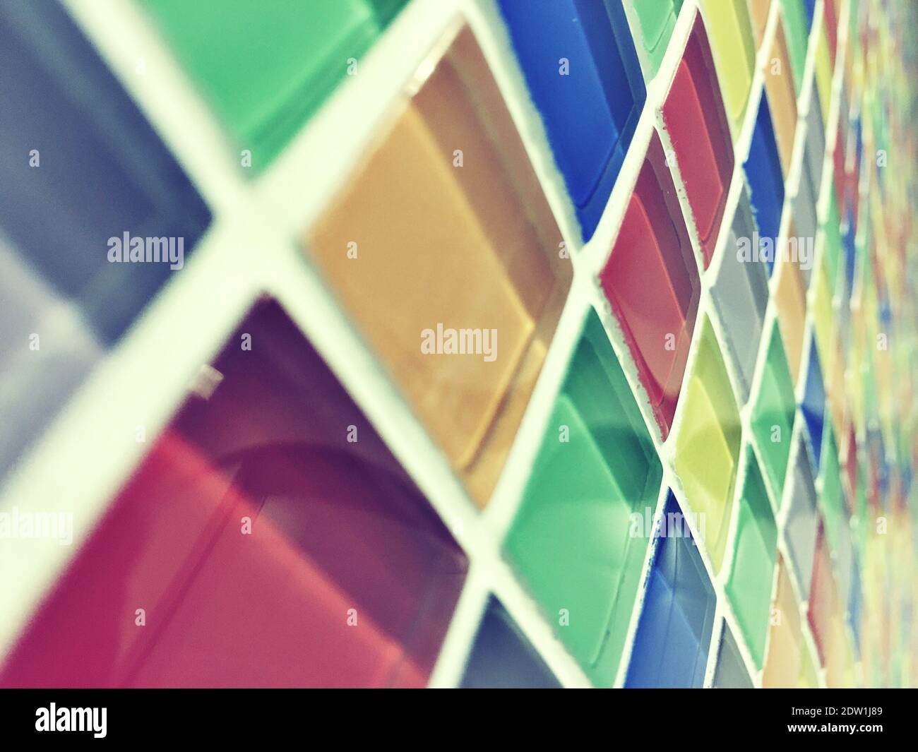Pared de vidrio de color en Italia Foto de stock
