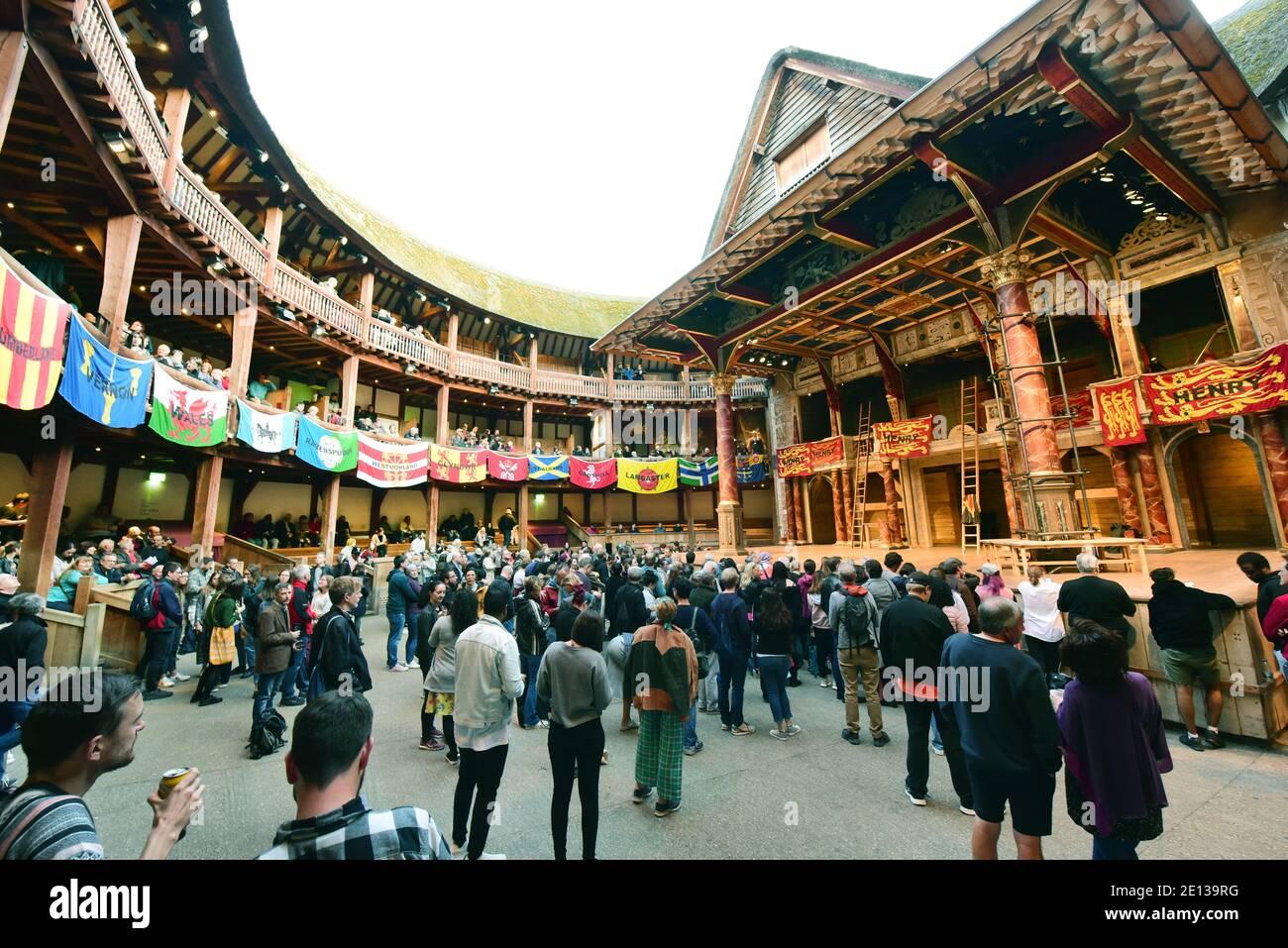 Londres, Reino Unido. 07th Sep, 2019. La entrada al teatro Shakespeare's Globe. Las actuaciones tienen lugar al aire libre. Crédito: Waltraud Grubitzsch/dpa-Zentralbild/ZB/dpa/Alamy Live News Foto de stock