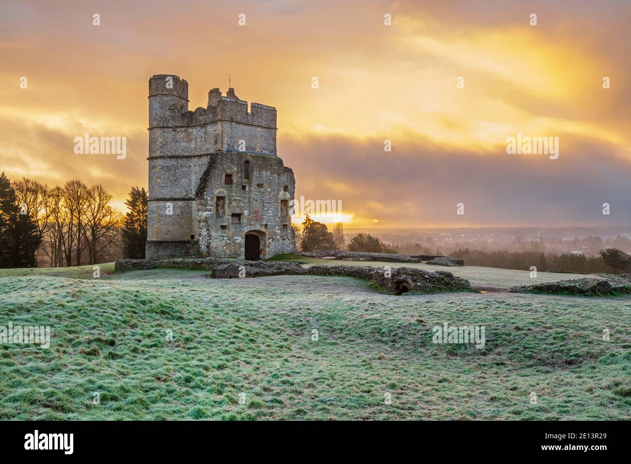 Castillo de Donnington en invierno heladas al amanecer, Newbury, Berkshire, Inglaterra, Reino Unido, Europa Foto de stock