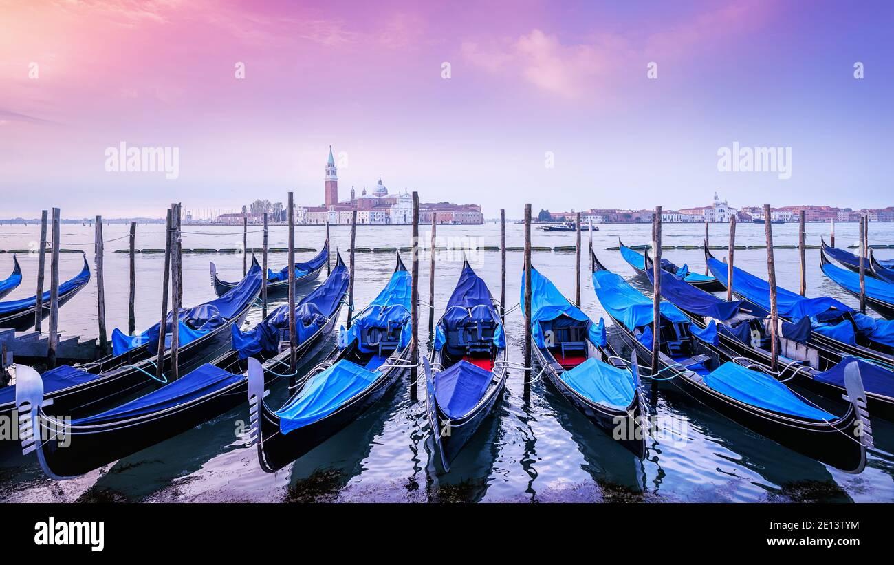 temprano por la mañana en venecia, italia Foto de stock