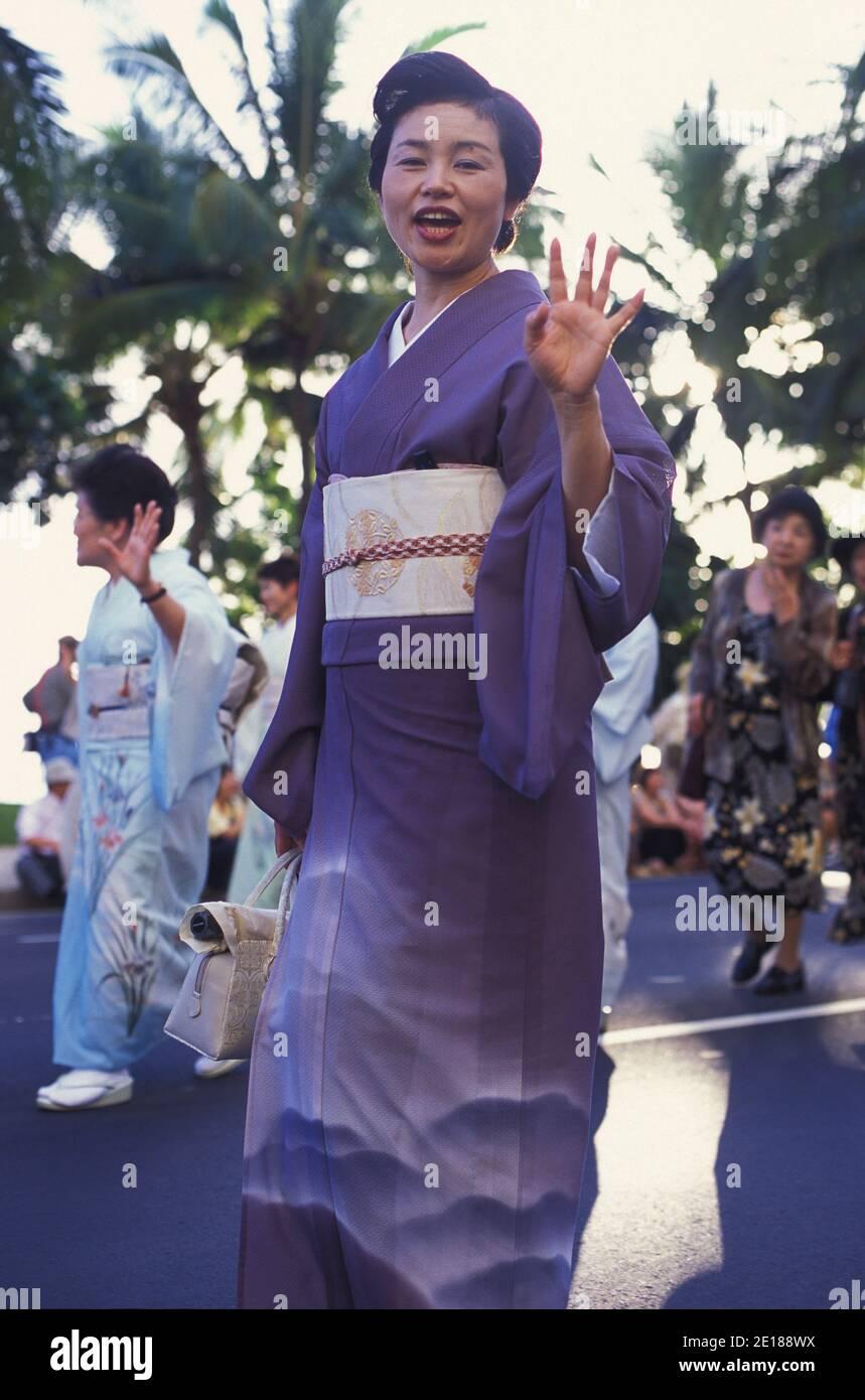 Mujeres en kimono japonés tradicional en el Pacific Asian Parade en Waikiki, Hawai Foto de stock