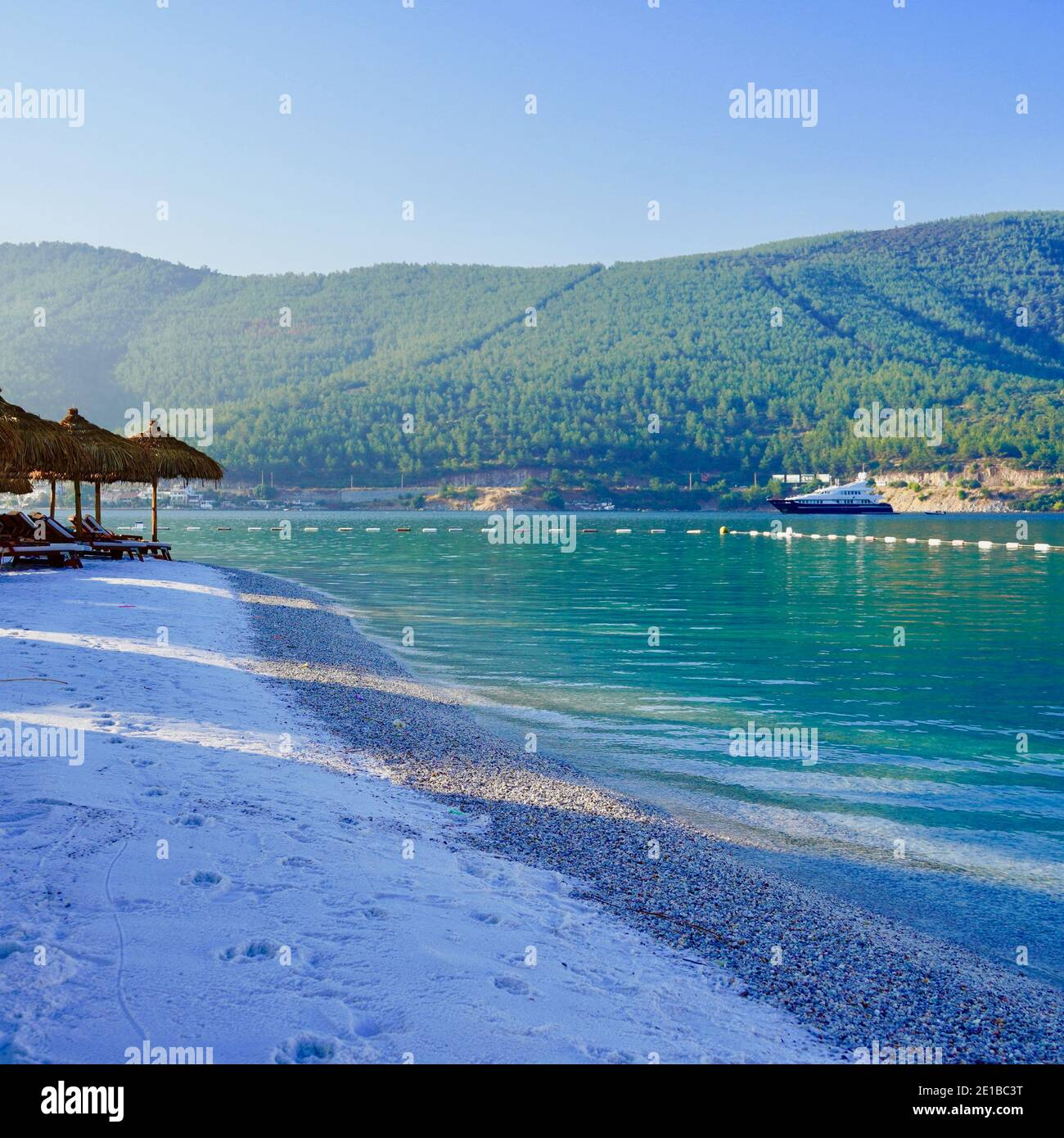 Paraíso Playa soleada con arena blanca, palmeras y mar turquesa. Formato cuadrado, vacaciones de verano y concepto de playa tropical. Un pedacito de paraíso. Lux Foto de stock