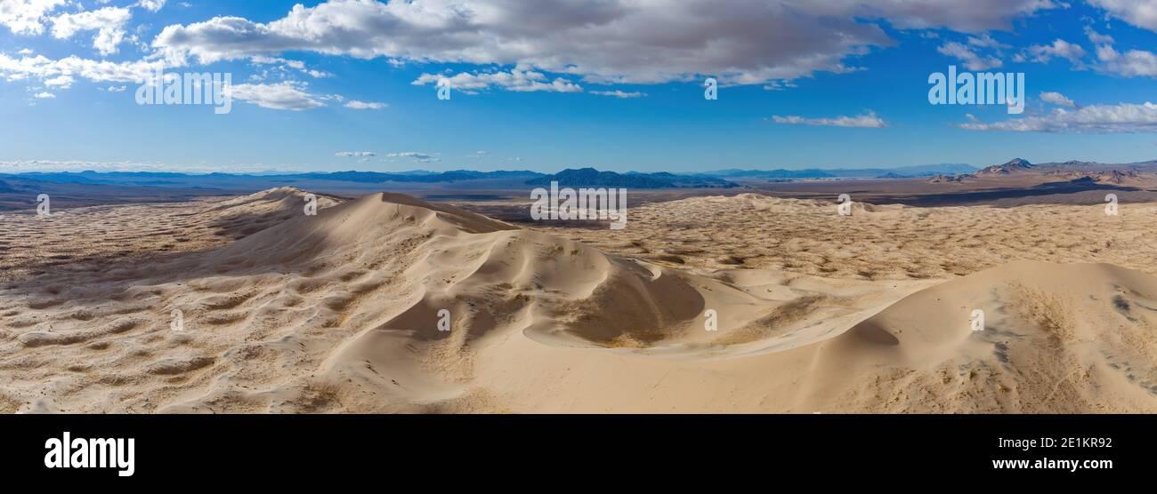 Vista aérea de las hermosas Kelso Dunes en California Foto de stock