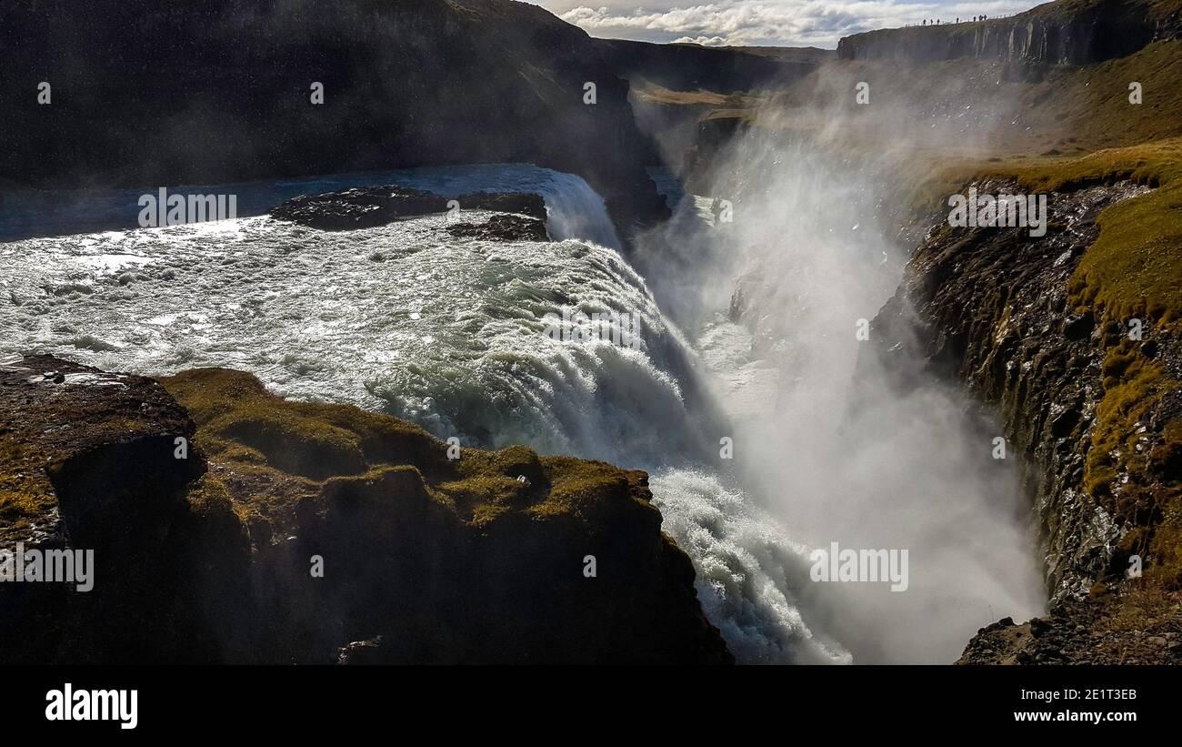 Fotografía de paisajes de cascadas durante un viaje en solitario por carretera Islandia Foto de stock