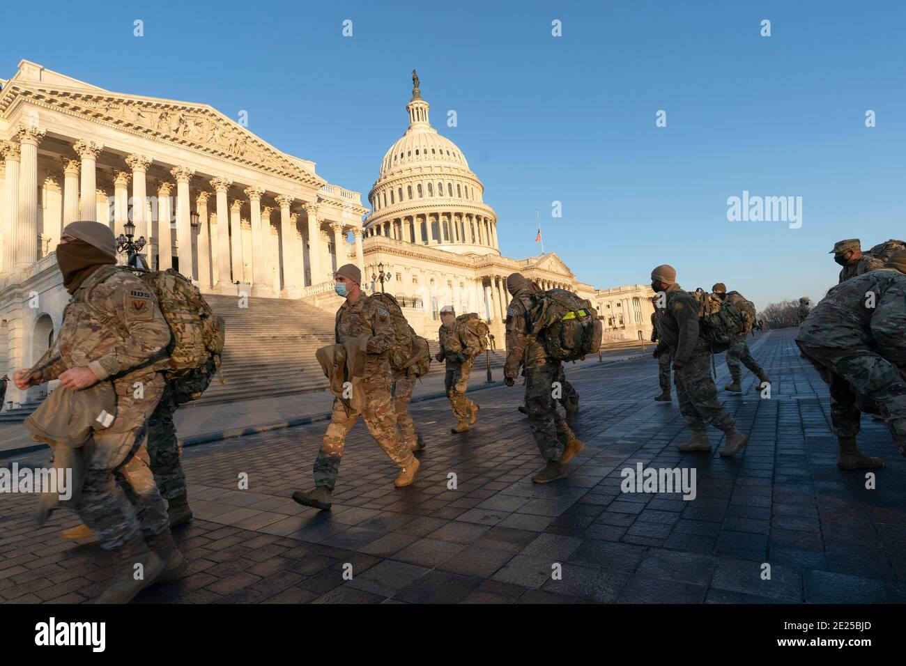 Washington DC- los miembros de la Guardia Nacional se reúnen en Capitol Hill. Crédito de la foto: Chris Kleponis/Sipa, EE.UU. 12 de enero de 2021. Crédito: SIPA USA/Alamy Live News Foto de stock