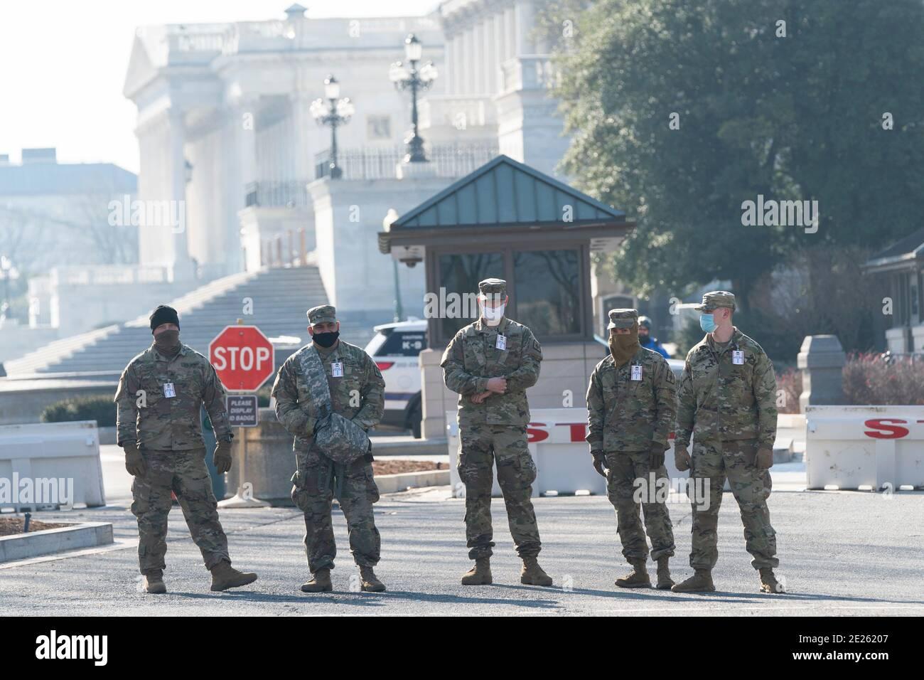 Washington DC- los miembros de la Guardia Nacional están vigilados en el Capitolio. Crédito de la foto: Chris Kleponis/Sipa, EE.UU. 12 de enero de 2021. Crédito: SIPA USA/Alamy Live News Foto de stock