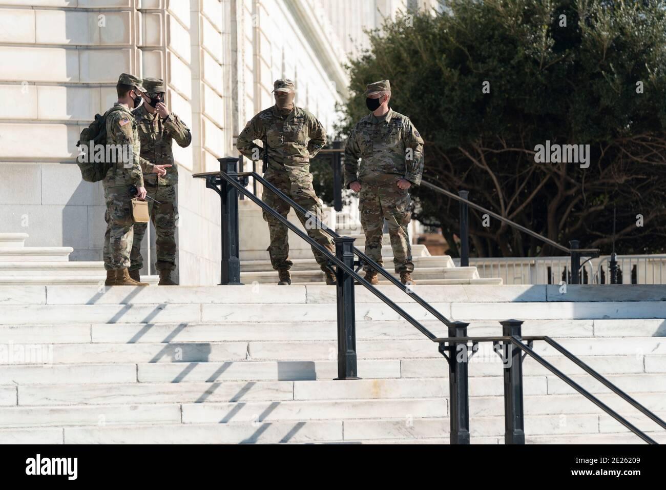 12 de enero de 2021- Washington DC- los miembros de la Guardia Nacional están vigilados en el edificio de la Oficina del Senado de Russell en Capitol Hill. Crédito de la foto: Chris Kleponis/Sipa USA Foto de stock