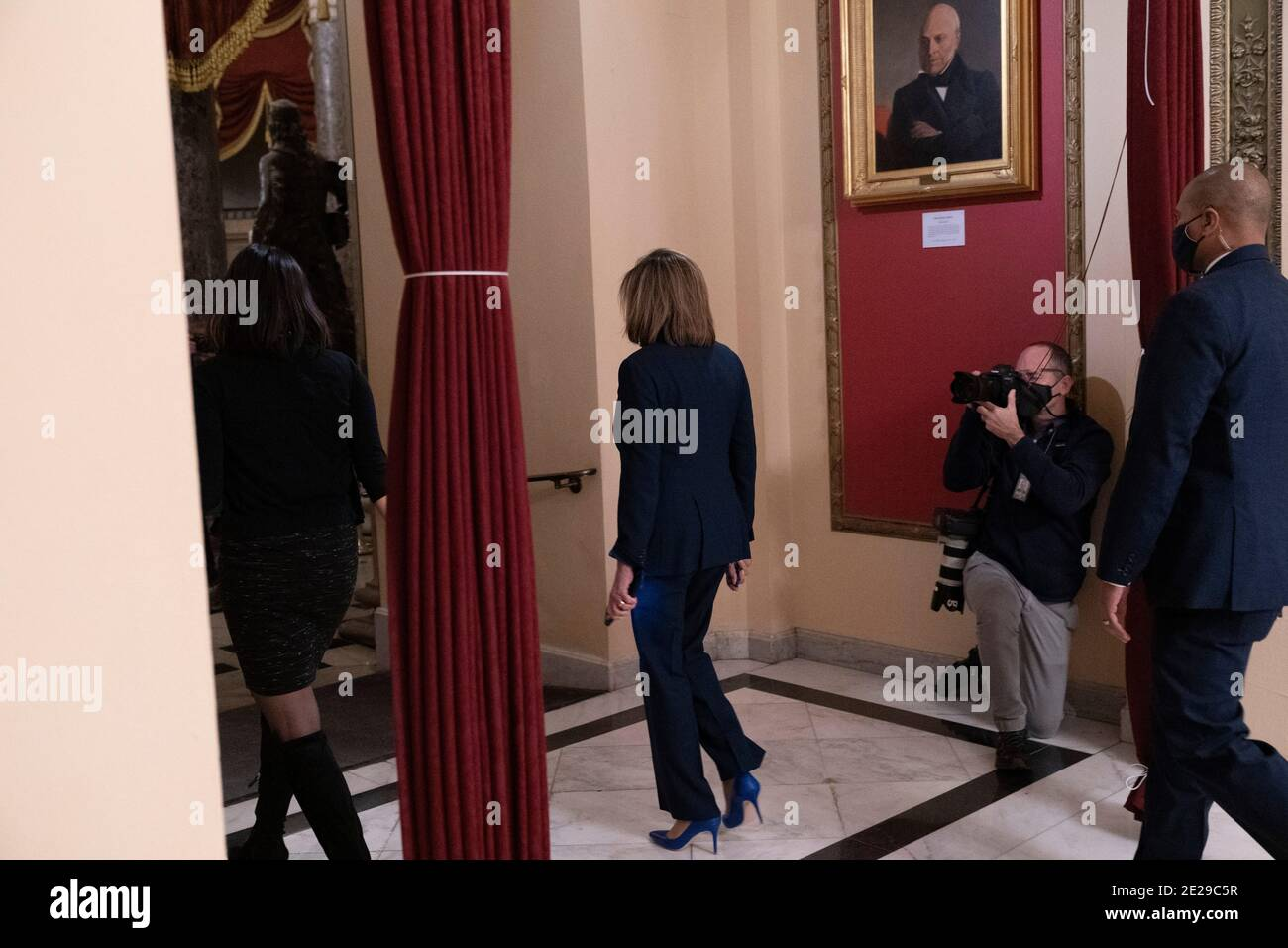 Washington DC- Presidente de la, Estados Unidos. 12 de enero de 2021. La Cámara de representantes Nancy Pelosi sale de la Cámara de representantes después de haber votado sobre la destitución del presidente Trump. Crédito de la foto: Chris Kleponis/Sipa USA crédito: SIPA USA/Alamy Live News Foto de stock